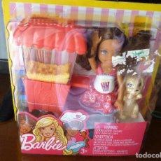 Barbie y Ken: BARBIE CHELSEA JUNIOR Y PUESTO DE PALOMITAS-NUEVO EN BLISTER. Lote 143774086