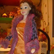 Barbie y Ken: BARBIE MUÑECA ARTICULADA VESTIDO DE GALA Y ABRIGO DISEÑO ESTILO PELÍCULA DISNEY OPORTUNIDAD. Lote 146674946