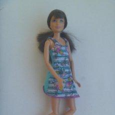 Barbie y Ken: FIGURA ARTICULADA DE LA HERMANA DE BARBIE. ES LA QUE IBA EN EL TANDEN. Lote 148569874