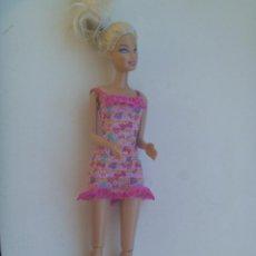 Barbie y Ken: FIGURA ARTICULADA DE BARBIE. ES LA QUE TOCA LAS PALMAS. Lote 148580630