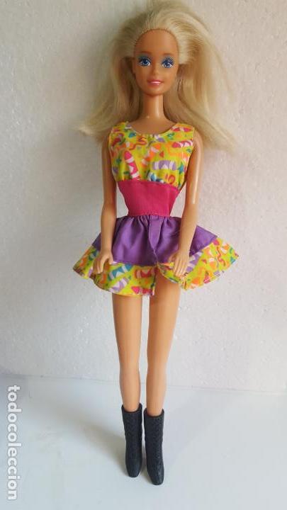 BARBIE (Juguetes - Muñeca Extranjera Moderna - Barbie y Ken)