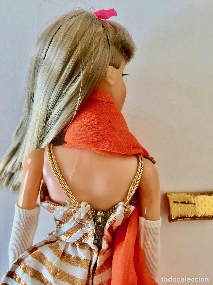 Barbie y Ken: BARBIE RUBIA MATTEL 1965-67 ORIGINAL VINTAGE VESTIDO GALA LAMÉ PAÑUELO LARGO BOLSO GUANTES ZAPATOS - Foto 13 - 150437946
