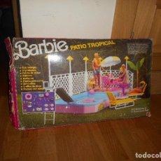 Barbie y Ken: PATIO TROPICAL PISCINA DE BARBIE,MATTEL 1987 EN CAJA ORIGINAL. Lote 176175667