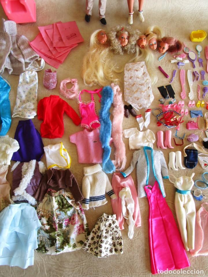 Barbie y Ken: LOTE ROPA BARBIE CONGOST 42 PIEZAS MUCHOS ACCESORIOS 2 KENS 5 CABEZAS BARBIE AÑOS 60 - Foto 4 - 158582596