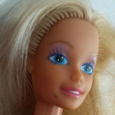 Barbie y Ken: BARBIE SPAIN MATTEL 1987,CON ARTILUGIO EN LA CABEZA - CON VESTIDO. Lote 162149094