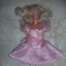 Barbie y Ken: MUÑECA BARBIE MATTEL 1975 1966 PELO BLANCO FLEQUILLO VESTIDO ETIQUETA GENUINE RODILLAS ARTICULADAS. Lote 165123950