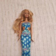 Barbie y Ken: BARBIE DE MATTEL 1998 VESTIDO TUBO LARGO AZUL. Lote 166937996