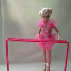 Barbie y Ken: BARBIE TWIRLING BALLERINA CON BARRA AÑOS 90. Lote 167017157
