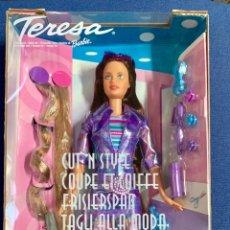Barbie y Ken: TERESA. BARBIE PEINADOS DIVERTIDOS. NUEVA. MUÑECA DEL AÑO 2000. Lote 168279158