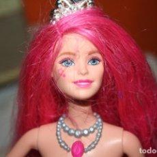 Barbie y Ken: MUÑECA BARBIE CAMPAMENTO POP COURTNEY ROCK´N ROYALS . Lote 174055183