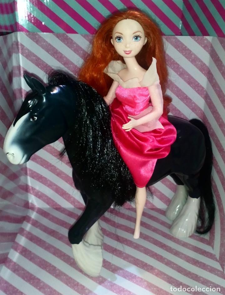 PRECIOSA MUÑECA MERIDA Y SU CABALLO ANGUS DE BRAVE - DISNEY - PIXAR - MATTEL- 2011, DOLL,POUPEE (Juguetes - Muñeca Extranjera Moderna - Barbie y Ken)