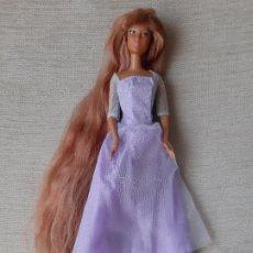 Barbie y Ken: MUÑECA BARBIE VESTIDA DE PRINCESA MOLDE KAYLA/LEA PELO EXTRA LARGO. Lote 179170362