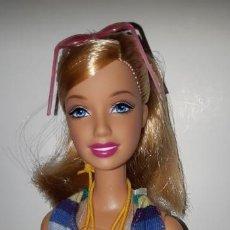 Barbie y Ken: MUÑECA BARBIE VESTIDA Y CALZADA ROPA ORIGINAL ARBITRO PLAYA DE MATTEL. Lote 184102947