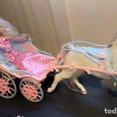Barbie y Ken: GRAN CARROZA DE BARBIE EN PERFECTO ESTADO EN SU CAJA ORIGINAL - LA CAJA ESTA EN MUY BUEN ESTADO AUNQ. Lote 184856085