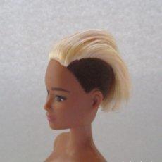 Barbie y Ken: BARBIE MATTEL FASHIONISTA Nº 44 LEATHER & RUFFLES FASHIONISTAS TALL COMO NUEVA MULATA LGBT. Lote 187525921