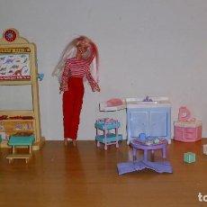 Barbie y Ken: LOTE BARBIE MATTEL ANTIGUA ESCUELA Y GUARDERÍA CON MUÑECA ROPA Y ACCESORIOS AÑOS 90 . Lote 187540643