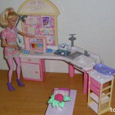 Barbie y Ken: LOTE BARBIE MATTEL CLÍNICA VETERINARIA CON MUÑECA Y ACCESORIOS. Lote 187540798
