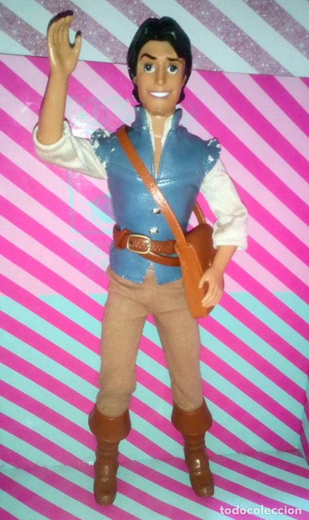 BONITO MUÑECO FLYNN RIDER, NOVIO DE RAPUNZEL, DE LA PELICULA ENREDADOS DE DISNEY - MATTEL - 2010 (Juguetes - Muñeca Extranjera Moderna - Barbie y Ken)