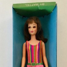 Barbie y Ken: FRANCIE BRUNETTE-MUNECA BARBIE VINTAGE DE MATTEL 1965-66-CAJA VESTIDO ORIGINAL CON PERCHA. Lote 192787431