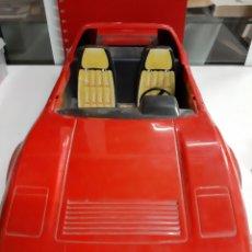 Barbie y Ken: BARBIE COCHE FERRARI ROJO MATEL 1986 FALTA RUEDA. Lote 193342658