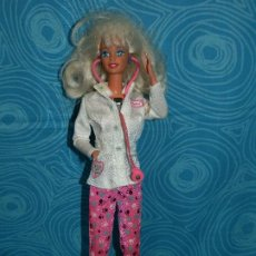 Barbie y Ken: MUÑECA BARBIE VETERINARIA MATTEL1976 EN NUCA. Lote 193618563