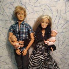 Barbie y Ken: PAREJA MATTEL 1975-1999 Y 2 PEQUEÑAJOS DE SIMBA. Lote 195434690