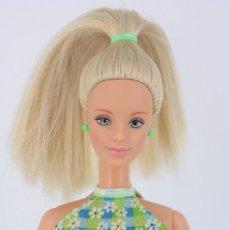 Barbie y Ken: BARBIE PRETTY IN PLAID CON VESTIDO, ANILLO Y PENDIENTES ORIGINALES - ZAPATOS CLON - MATTEL, 1998. Lote 195439332