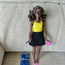 Barbie y Ken: MUÑECA BARBIE FASHIONISTAS CURVY EMOJI. Lote 202358485