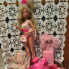 Barbie y Ken: MUÑECA BARBIE AÑOS 90 ACCESORIOS. Lote 204834696