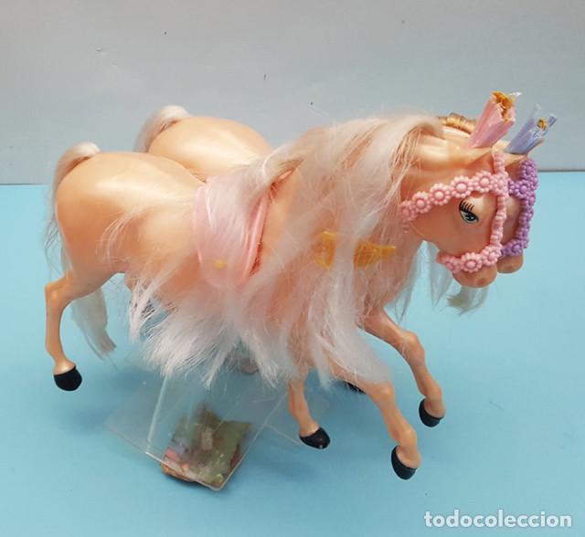 Barbie y Ken: LOTE 4 CABALLOS BARBIE NUEVOS 22 CM LARGO, PERTENECEN A UNA CARROZA, TIENEN LOS ANCLAJES A LA CAJA - Foto 3 - 206537270