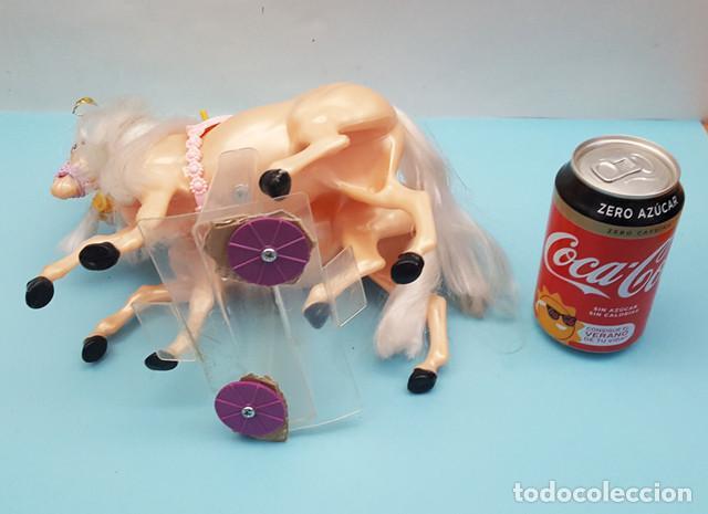 Barbie y Ken: LOTE 4 CABALLOS BARBIE NUEVOS 22 CM LARGO, PERTENECEN A UNA CARROZA, TIENEN LOS ANCLAJES A LA CAJA - Foto 8 - 206537270