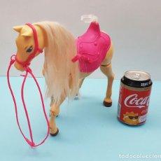 Barbie y Ken: CABALLOS ARTICULADO BARBIE FUNCIONA CON PILAS (NO COMPROBADO), 30 CM LARGO LE FALTA LA COLA. Lote 206537963