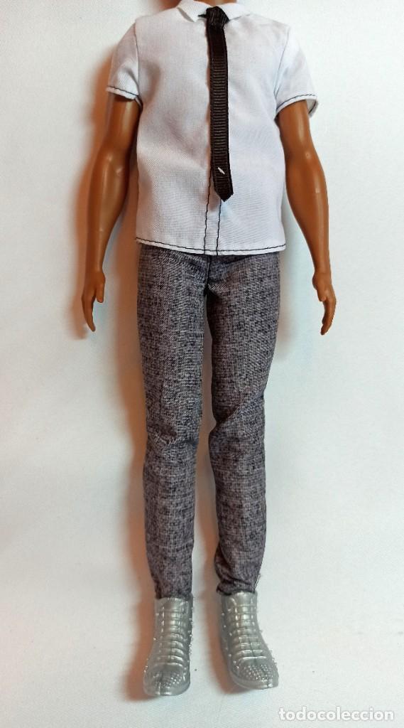 Barbie y Ken: Muñeca coleccion Nº99 Ken Fashionista classic cool - Foto 4 - 207878293