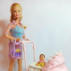 Barbie y Ken: MUÑECA COLECCION Nº142 BARBIE 1999 WALKING BARBIE Y BABY SISTER KRISSY. Lote 208419697