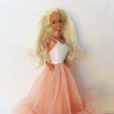 Barbie y Ken: BARBIE PEACH AND CREAM MELOCOTÓN MADE IN SPAIN AÑOS 80 VESTIDO Y ZAPATOS. Lote 210568431