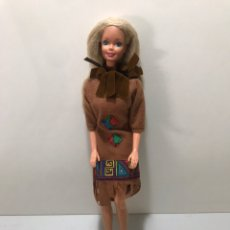 Barbie y Ken: MUÑECA BARBIE 1976. Lote 212518995