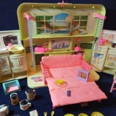 Barbie y Ken: CASA RADIO DE MUÑECA BARBIE 1999 MUY COMPLETA. Lote 227144035
