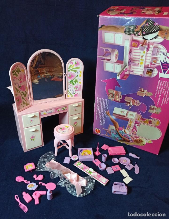 MUEBLES Y COMPLEMENTOS REF:11421 2 IN 1 BARBIE EN CAJA (Juguetes - Muñeca Extranjera Moderna - Barbie y Ken)