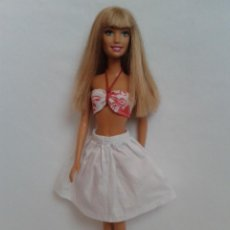Barbie y Ken: BARBIE OJOS VERDES CON CONJUNTO. Lote 213288553