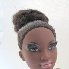 Barbie y Ken: BARBIE MATTEL COLLECTION ALVIN AILEY DANCE MUÑECA ARTICULADA BAILARINA AFRO NEGRITA MULATA. Lote 213900207