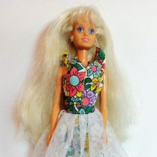 Barbie y Ken: MUÑECA BARBIE Nº351 SINDY DE HASBRO FLORES. Lote 213910781