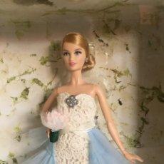 Barbie y Ken: UNA HISTORIA: UN FAMOSO MODISTO ESPAÑOL, ÓSCAR DE LA RENTA, UNA HERMOSÍSIMA MODELO, BARBIE. 2015.. Lote 215198701
