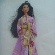 Barbie y Ken: FIGURA DE BARBIE JAPONESA CON QUIMONO. DETRAS PONE MATTEL INC 1966 CHINA. Lote 215791968
