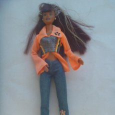 Barbie y Ken: FIGURA DE BARBIE . DETRAS PONE MATTEL INC 1998 CHINA. Lote 215876743