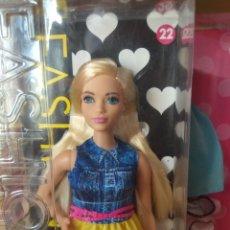 Barbie y Ken: BARBIE CURVY FASHIONISTA 22 MATTEL 2015. Lote 216943338