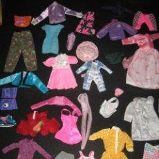 Barbie y Ken: LOTE DE 34 PIEZAS DE ROPA DE LA BARBIE O SIMILAR. Lote 217872576