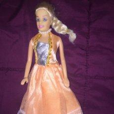 Barbie y Ken: BARBIE VESTIDO CON COLLAR DE PERLAS. Lote 218024765