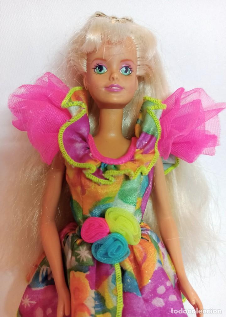 Barbie y Ken: Muñeca Coleccion Nº515 Barbie SINDY de Hasbro luz y color - Foto 2 - 218738041