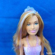 Barbie y Ken: BARBIE - PRECIOSA MUÑECA BARBIE DEL AÑO 2011, COMO NUEVA! SM. Lote 219885571