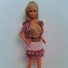 Barbie y Ken: BARBIE AÑOS 80 CON CONJUNTO ORIGINAL. Lote 222497816